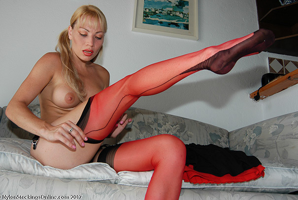 WELCOME TO NYLON Stockingsonline :: THE MOST POPULAR NYLON SITE ON THE NET - Beautiful Girls in silky, sheer Fully Fashioned Vintage Nylons - Real Nylon Stockings